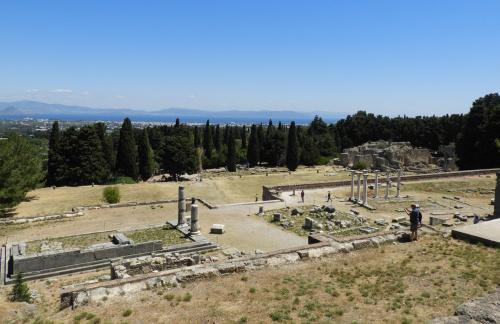 Asklepiejon. Tutaj znajdowała się świątynia Asklepiosa i pierwszy na świecie szpital oraz sanatorium. Na wyspie Kos urodził się ojciec medycyny - Hipokrates.