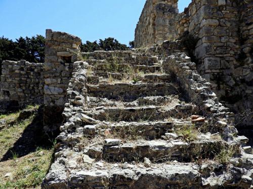 Ktoś kiedyś chodził po tych schodach...