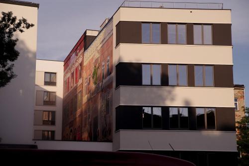 jakiś czas temu znalazłem w Krakowie ciekawy mural...niestety w dość niedostępnym miejscu :)