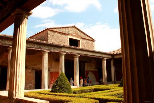 Włochy, Pompeje Dom Menandra był jednym z największych domów patrycjuszowskich w Pompejach.