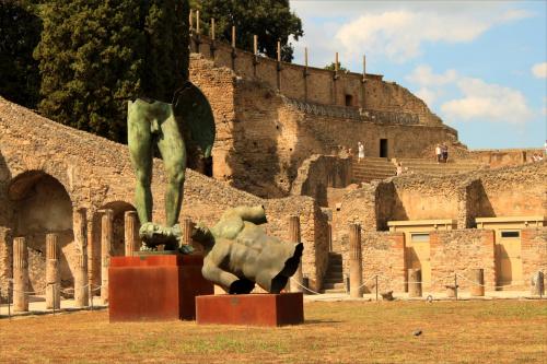 Pompeje - rzeźby Igora Mitoraja