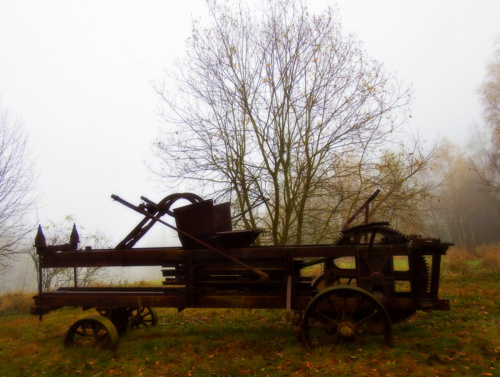 Skansen Pstrążna we mgle ...