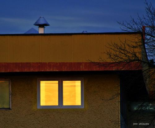 migawki ze spaceru po mieście ... wieczorne słoneczko zagląda do okna ...