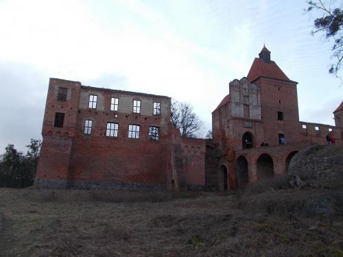 Szymbark-ruina gotyckiego zamku kapituły pomezańskiej z szansami na odbudowę.
