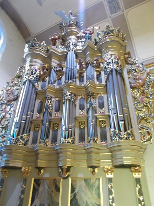 Pasłęk - kościół św. Bartłomieja i 300-letnie, ORYGINALNE, organy Andreasa Hildebrandta z 1719 roku.