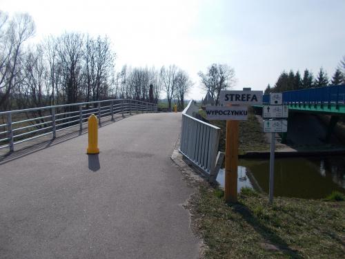Szlak rowerowe krainy Kanału Elbląskiego. Strefa wypoczynku przy DW527 w Jelonkach.