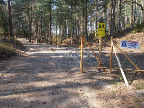 Ścieżka rowerowa wzdłuż Mierzei Wiślanej. Odcinek Kąty Rybackie-Krynica Morska. Są tablice, ale obecnie teren jest bez dozoru.