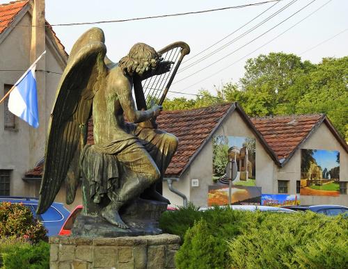 Anioł z harfą ...