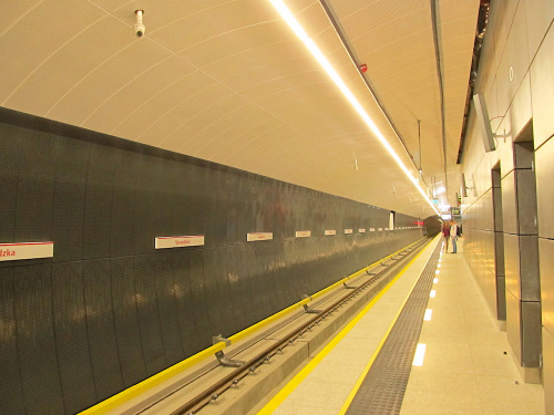 """Stacja metra (C16) """"Szwedzka"""""""