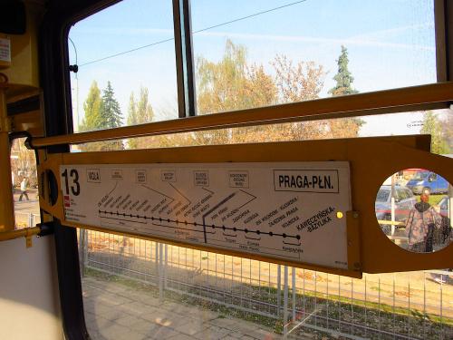 Tablica informacyjna w tramwaju Konstal 105N2k, TW