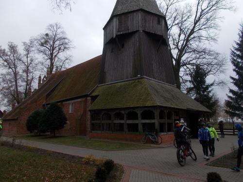Kmiecin i zabytkowy kościół z sobotami