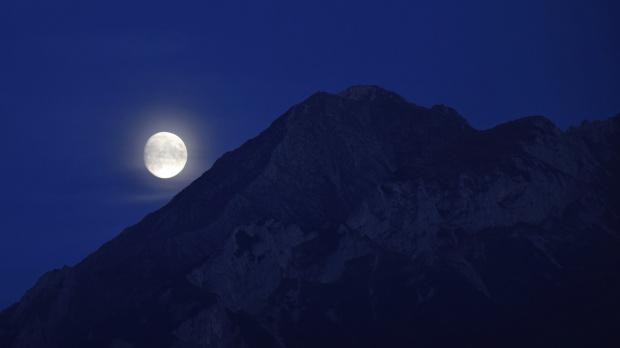 Księżyc nad Hawraniem