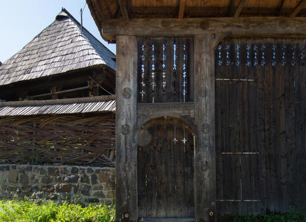 Zabudowania przy kościele w Budesti
