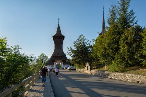 W drodze do kompleksu klasztornego w Barsanie