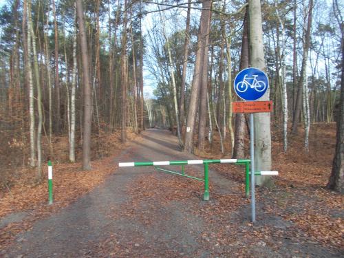 Sztutowo-Stegna. Jest połączenie szlakiem rowerowym.