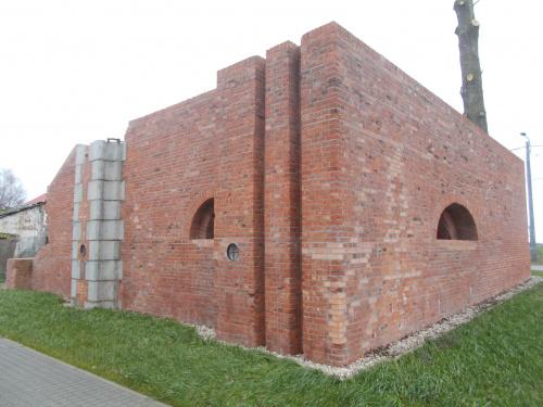 Marzęcino-ruiny śluzy wałowej w nowej szacie