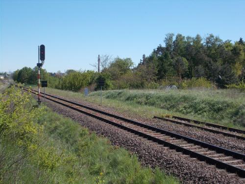 Prabuty-koniec (początek) linii z/do Kwidzyna. Obecnie jednotorowa, ruch tylko towarowy.