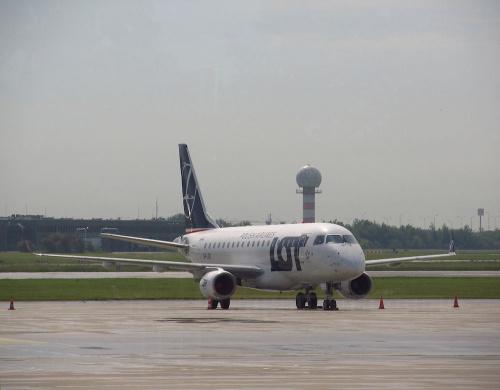Embraer ERJ-170STD , SP-LDE, PLL LOT