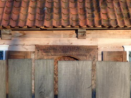 Nowy Dwór Elbląski-stara karczma w coraz lepszym stanie