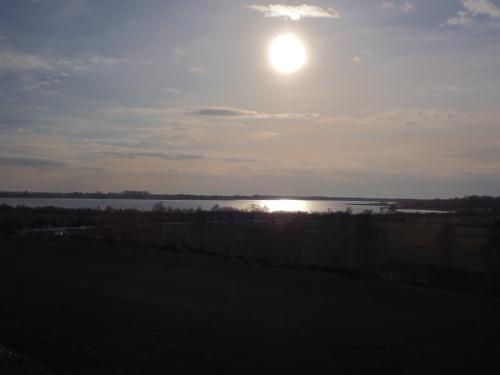 Jezioro Druzno w popołudniowym słońcu