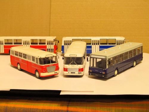 Od lewej Ikarus 620, Ikarus 556 oraz Ikarus 415
