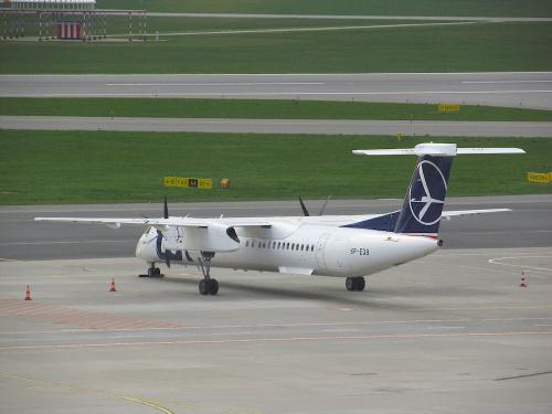 Bombardier DHC-8-402Q Dash 8, SP-EQB, PLL LOT