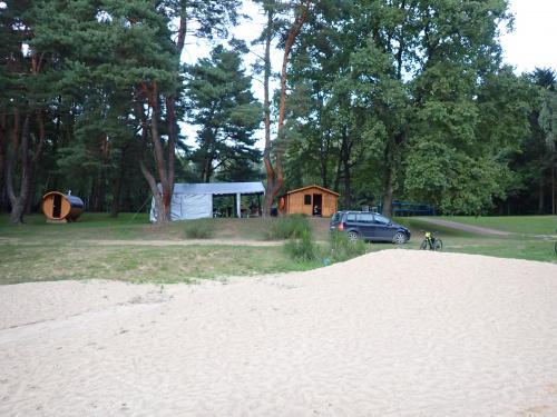 Plaża nad jeziorem