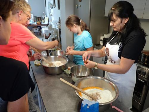Tymczasem w kuchni zaczynają się warsztaty kulinarne robienia Anielskich Ruchańców
