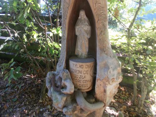 Kapliczka przy Białej Leśniczówce