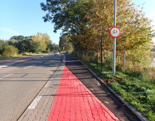 B-9 wisi i straszy, ale już niedługo ;-) Zaczyna się drugi odcinek nowej drogi rowerowej przy przekopie Wisły na odcinku Przegalina-Świbno.