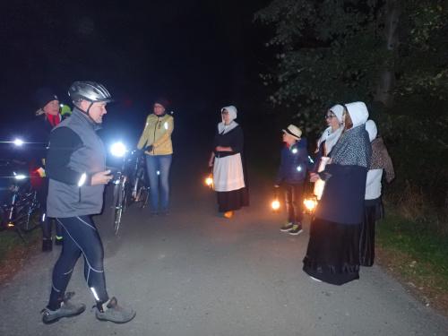 Ale jeszcze spotkanie z mennonitami przy cmentarzu w Wikrowie
